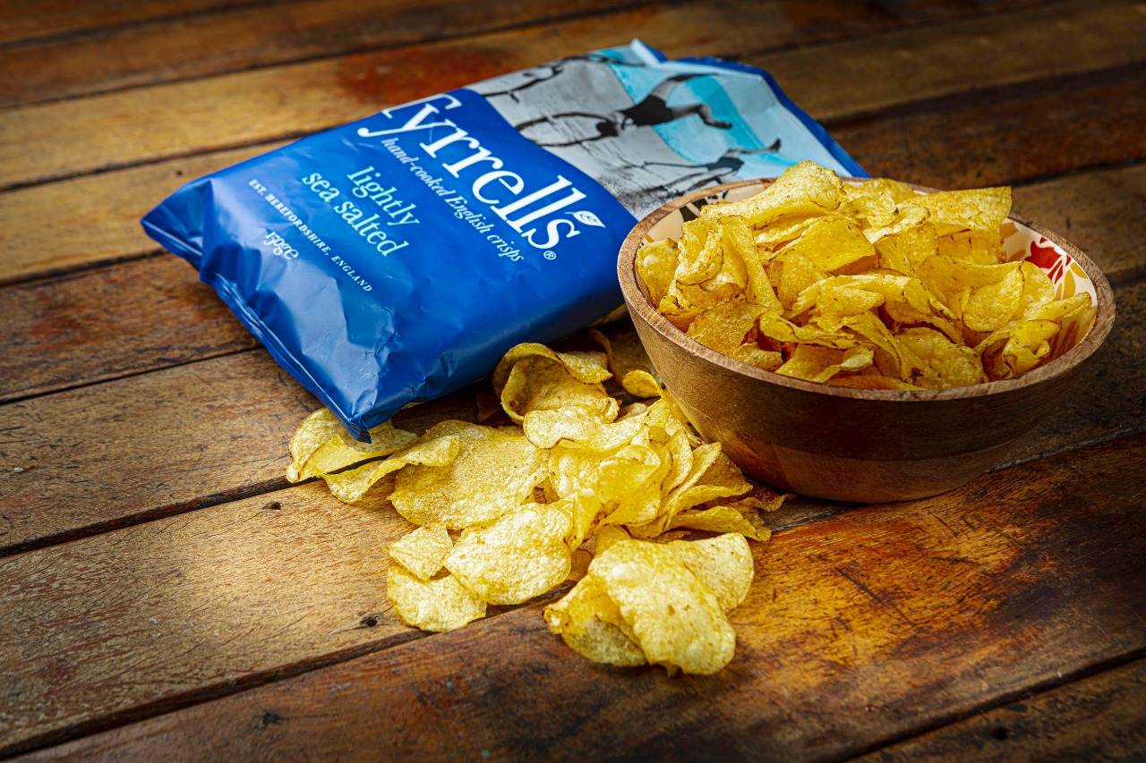 Batata Frita Tyrrells Inglesa, é feita a mão, as batatas são produzidas à moda antiga,  sabor especial e único -150g