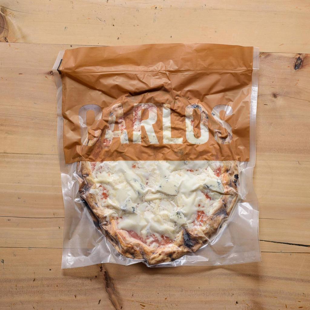 Pizza de Quatro Queijos da Carlos Pizza, premiada pizzaria de São Paulo, com massa de Levain de farinha italiana e tomates orgânico - 330g