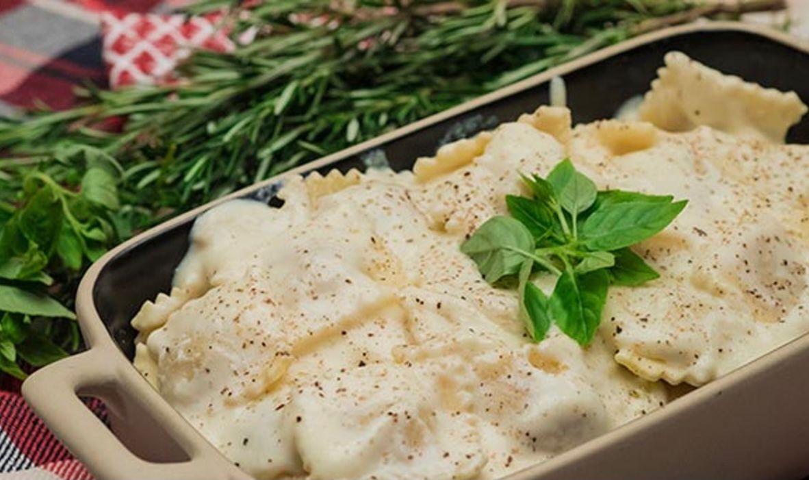 Torteloni recheado de Funghi com molho parmesão- 350g