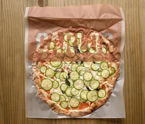 Pizza de Abobrinha da Carlos Pizza, premiada pizzaria de São Paulo, com Abobrinha, muçarela e queijo parmesão. Massa de Levain - 330g