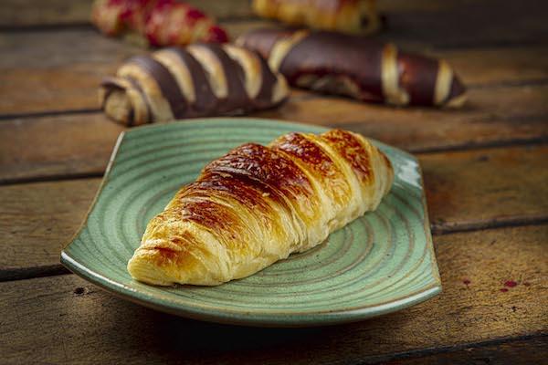 Croissant para finalizar em casa - O Legítimo Croissant Francês, importado da França, feito com ingredientes selecionados.