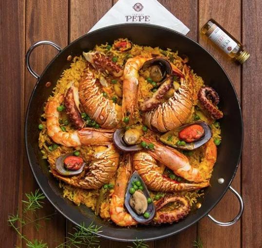 Paella do Pepe Especial (semi-pronta) para finalizar em casa, acompanha caldo, azeite e panela - camarões pistola,  cauda de lagosta, polvo, anéis de lula, mexilhões e vongole