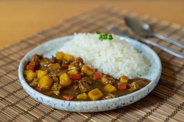 Kare Raisu - Lombo de porco ao curry japonês, acompanha arroz gohan - 350g