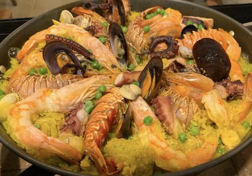 Paella Marinera (semi-pronta) para fazer em casa. Acompanha caldo de camarão, azeite e panela. Camarões pistola, lagosta, polvo, lula, mexilhões e outros - Serve até 5 pessoas