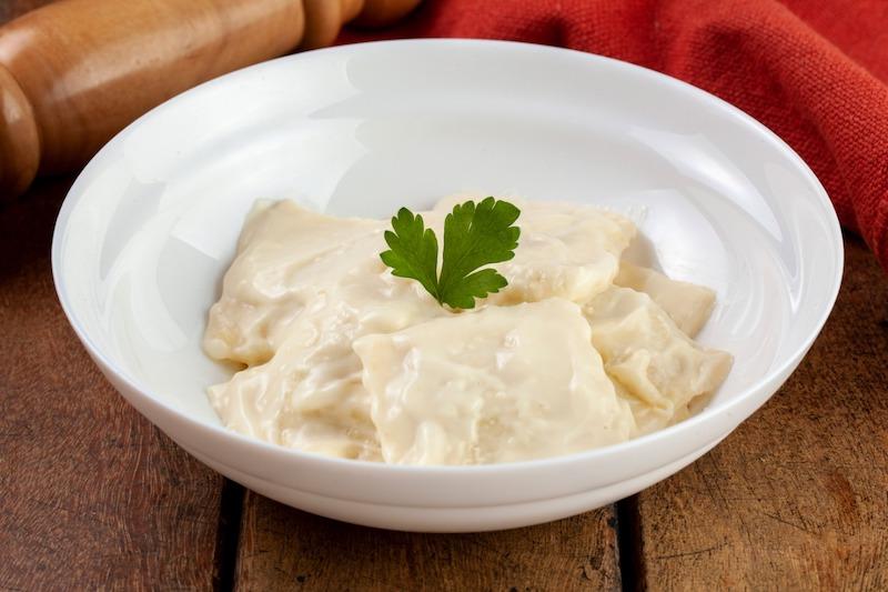 Raviolini recheado de Roqueford com Pêra Seca com molho Parmesão - 330 g