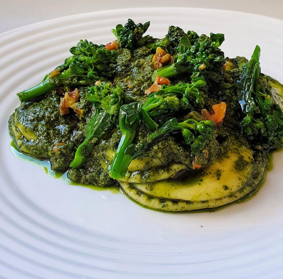Sorrentine de cabra, pesto de ervas, nozes e brocolis - (335g)