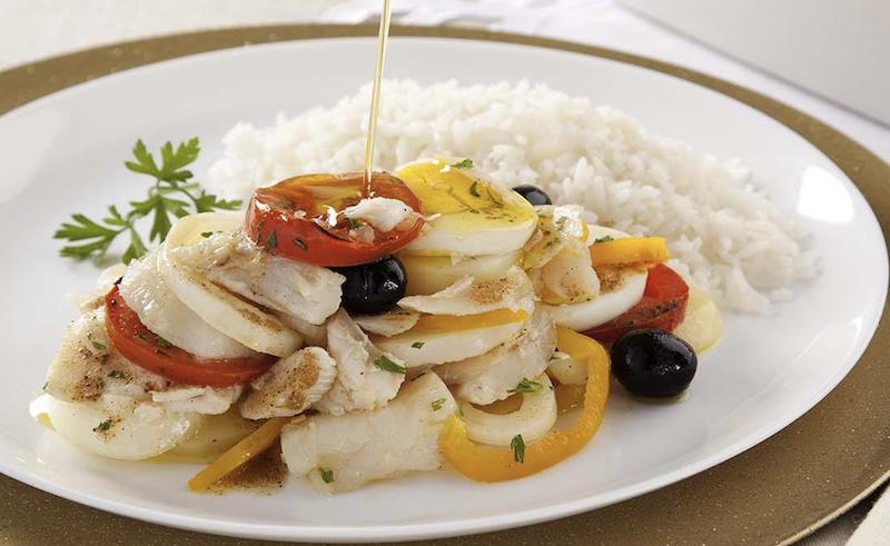Bacalhau Gadus Morhua (o legítimo) à Portuguesa com pimentões, tomate cereja, cebola, batatas ao Azeite extravirgem, acompanha arroz branco - 400gr