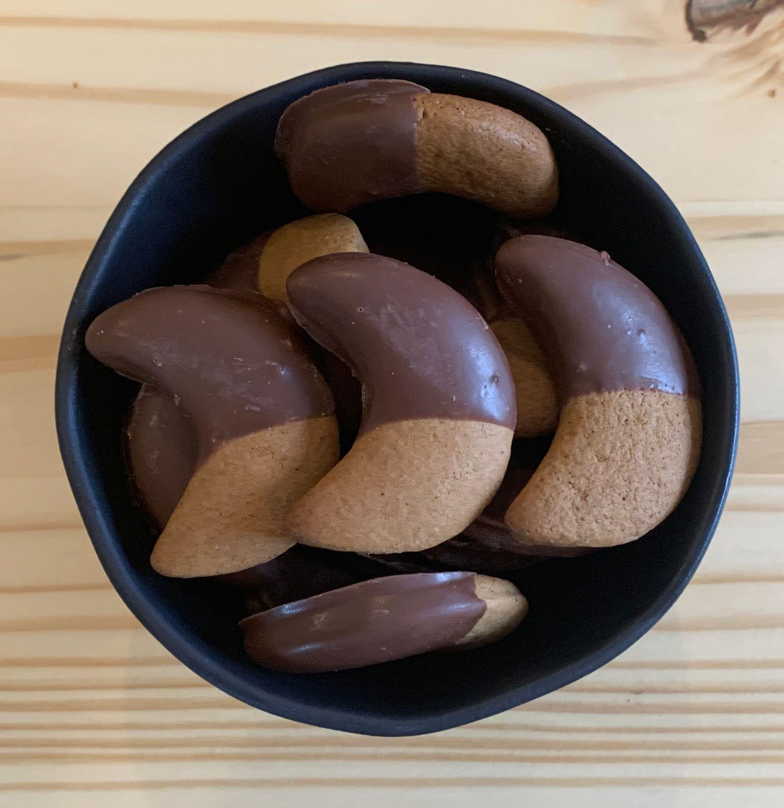 Biscoito Artesanal de mel, decorado com chocolate- Embalagem com 120 g.