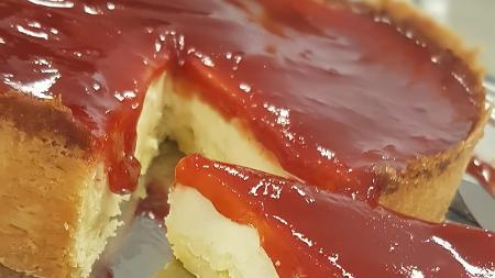 Cheesecake de Goiabada cascão com toque de erva doce. Porção para duas pessoas.