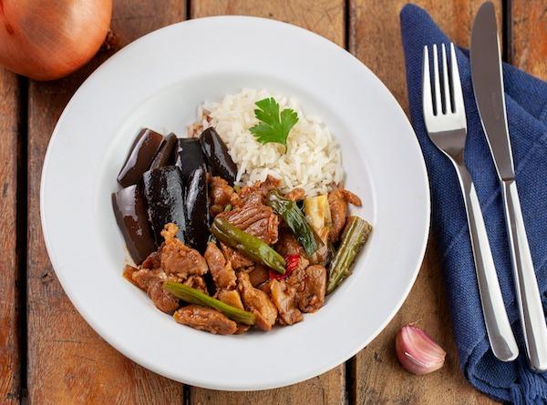Hunan Pork Stir Fry - Copa Lombo com molho de ostra e temperos importados da China, Arroz de Jasmim e Beringela Sishuan - 360 g